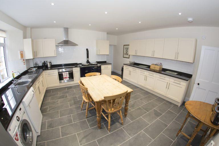 Endeavour kitchen26